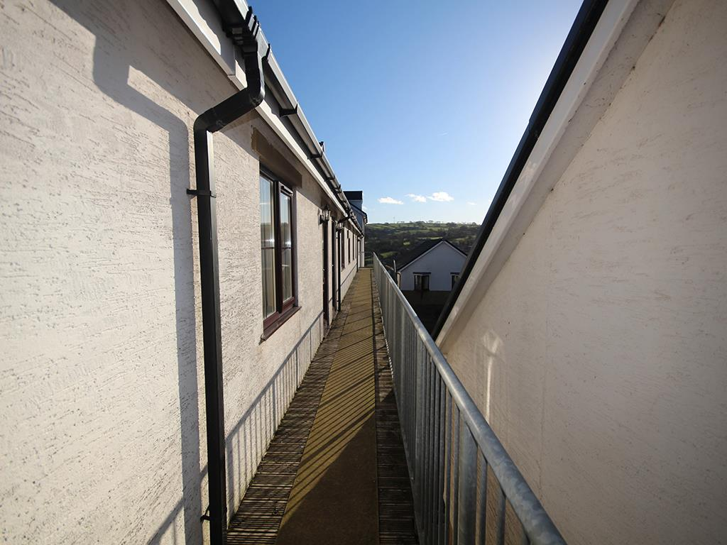 2 bedroom apartment For Sale in Colne - IMG_1366.jpg